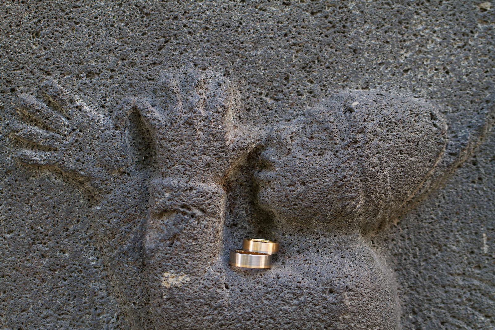 weddingshots.de: Trauringe am Schängelbrunnen in Koblenz